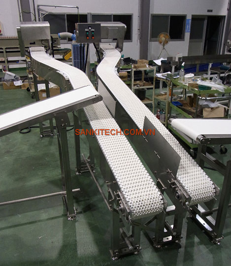 CURVE CONVEYOR FOR TRANSPORTING OF PICKLE PACKS